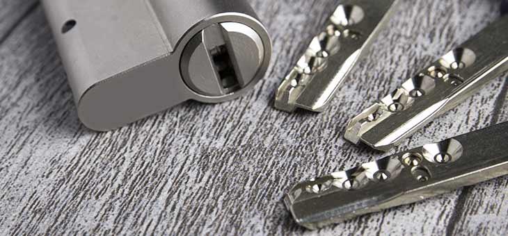 Wat moet je doen als je met spoed een slotenmaker nodig hebt?